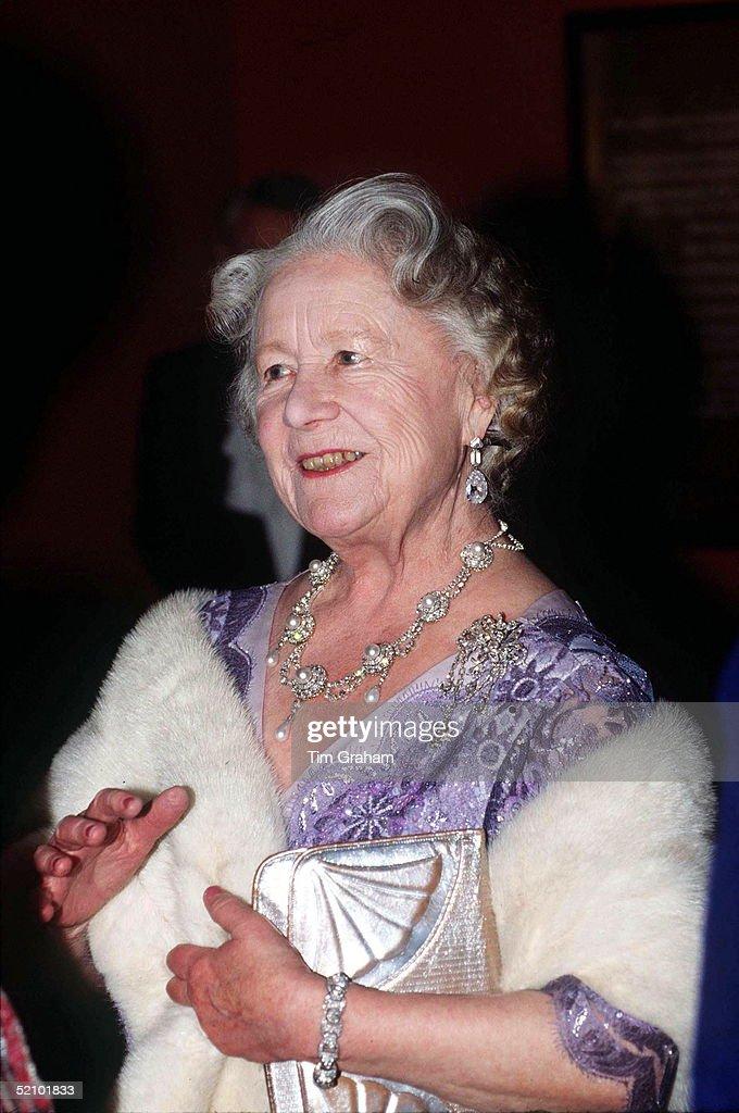 Queen Mother Jewels : News Photo