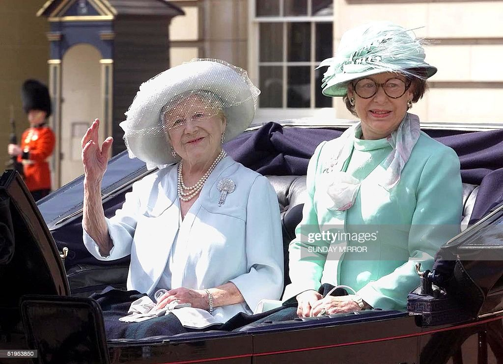 The Queen Mother (L) with Princess Margaret, the y : News Photo