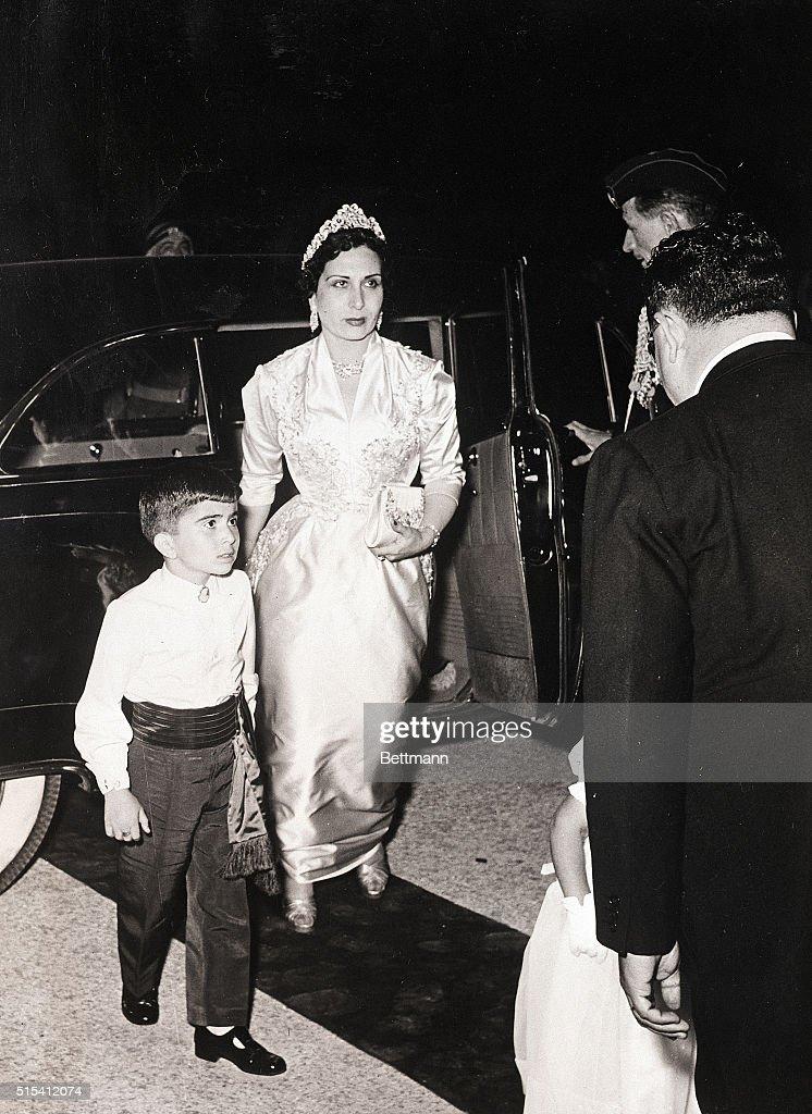 Queen Mother Zein El Scharaf Leaves Car : News Photo