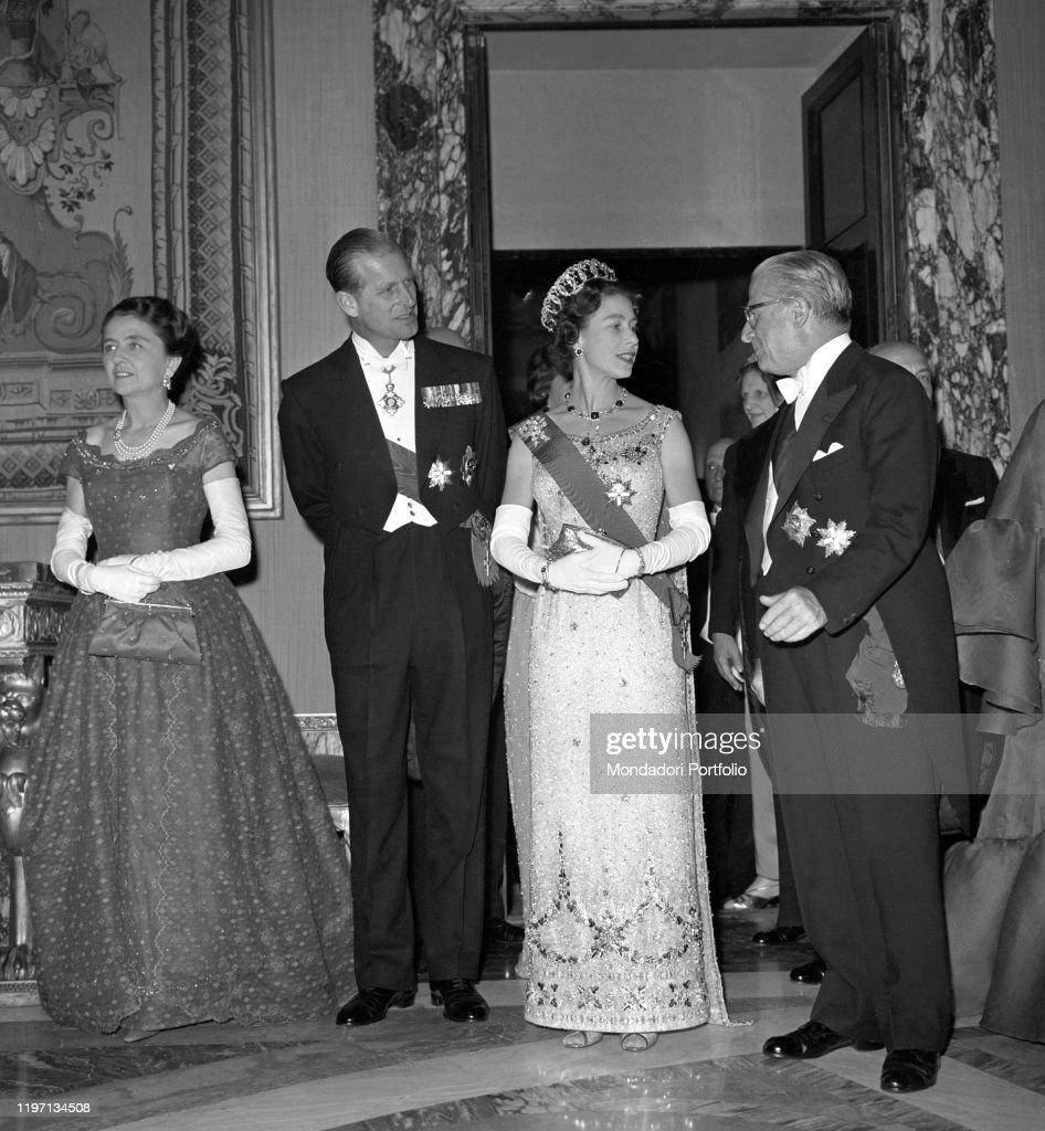 Philip of Edinburgh, Giovanni Gronchi, Carla Bissatini and Elizabeth II at Quirinal Palace : News Photo