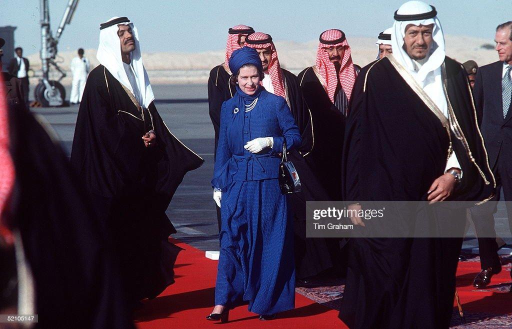 Queen Long Dress Turban Saudi : News Photo