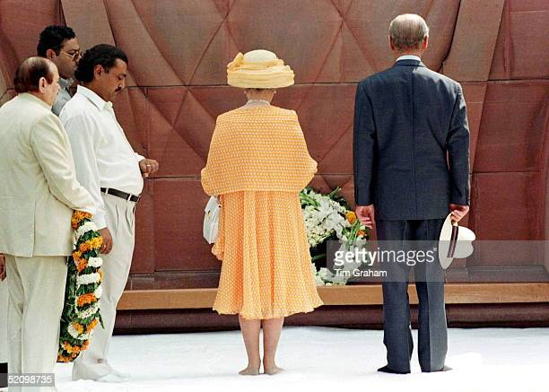 The Queen Prince Philip Barefoot Without Shoes Visiting The Golden Temple Of Amritsar In The Punjab India laying A Wreath