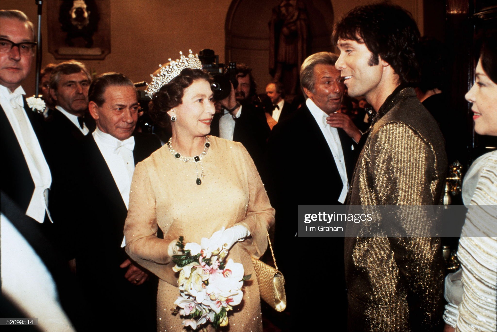 Queen With Cliff Richard : News Photo