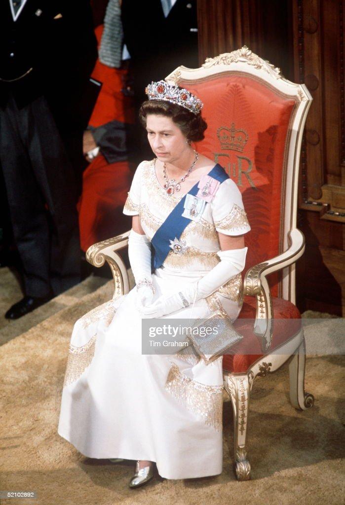 Queen New Zealand Parliament : News Photo