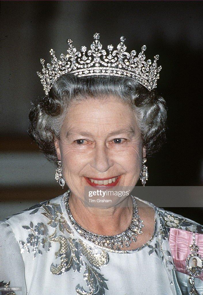 Queen Tiara Diamonds : News Photo