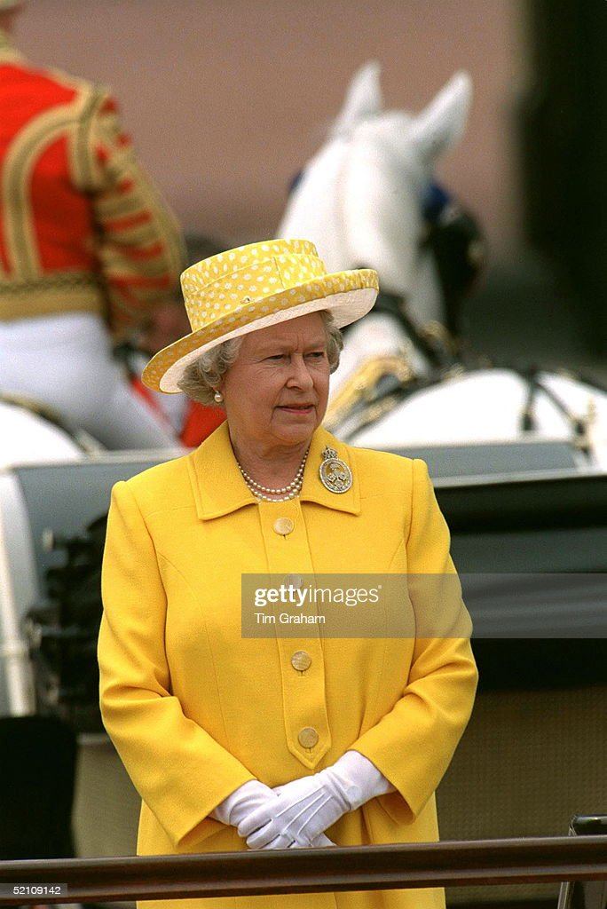 Queen At Trooping : News Photo
