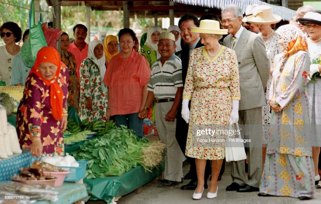 The Queen tours the Tamu Kianggeh open maket in the Brunei
