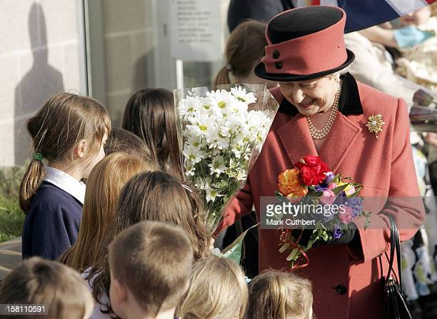 The Queen Visits The Roundabout Children'S Centre In Brighton East Sussex