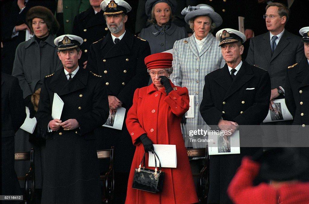 Queen Crying At Britannia : Nachrichtenfoto