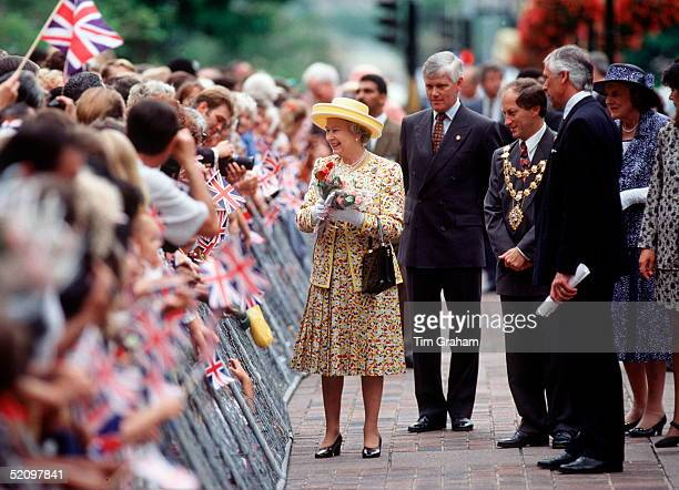 The Queen With Her Bodyguard Peter Prentice During A Walkabout In Durban During Her Official Tour Of South Africa A Second British Police Protection...