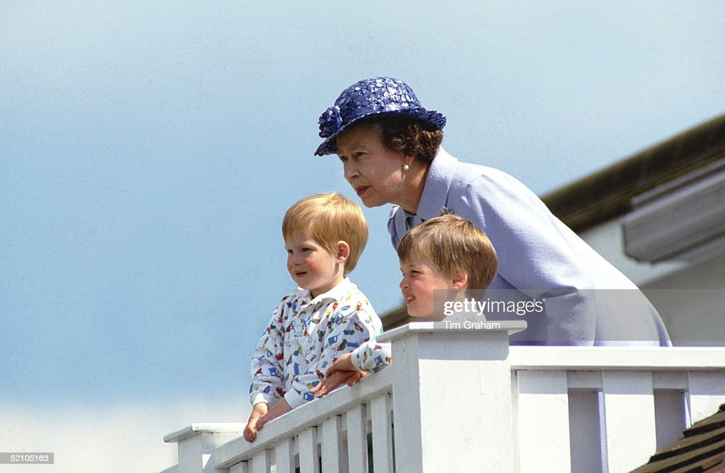 Queen Harry And William : News Photo