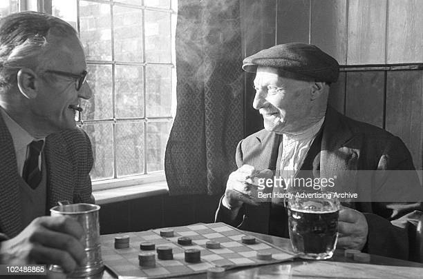 The Queen's Head pub in Sedlescombe, East Sussex, 7th January 1960.