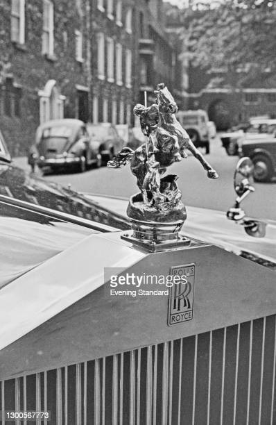 The Queen's Rolls Royce parked in front of Westminster Abbey in London, UK, 25th April 1973. Instead of the typical Spirit of Ecstasy hood ornament,...