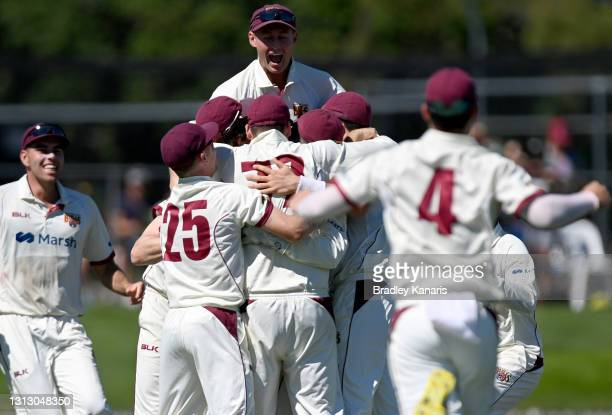 The Queensland players celebrate victory during day four of the Sheffield Shield Final match between Queensland and New South Wales at Allan Border...
