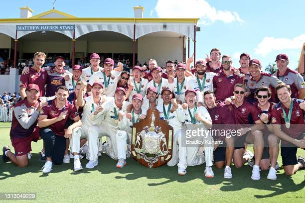 The Queensland team celebrates victory during day four of the Sheffield Shield Final match between Queensland and New South Wales at Allan Border...
