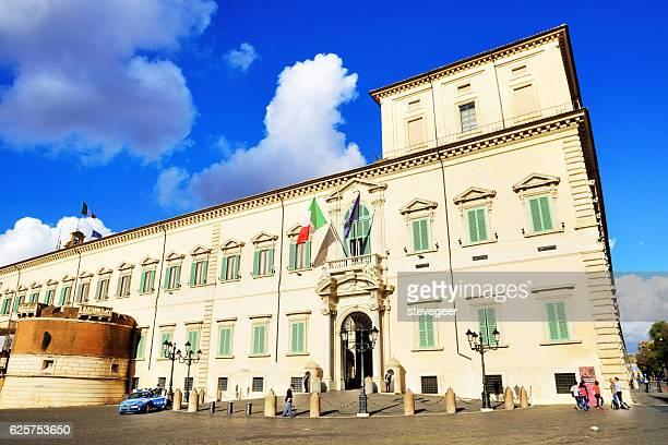 the quirinal palace, rome - quirinaalpaleis stockfoto's en -beelden