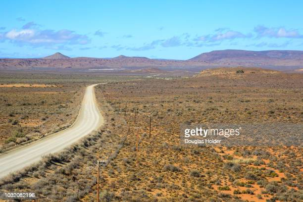 the r356 road from sutherland to fraserburg in the northern cape - the karoo stock pictures, royalty-free photos & images
