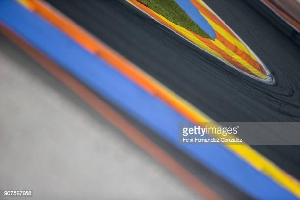 the race track - patrocinador fotografías e imágenes de stock