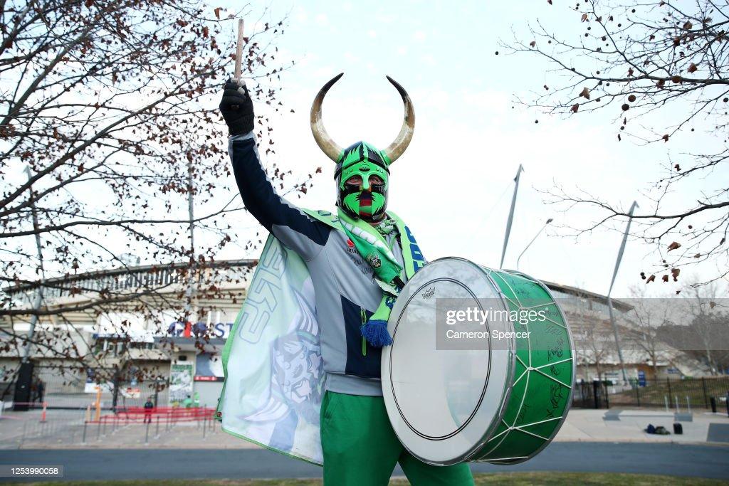NRL Rd 8 - Raiders v Dragons : News Photo