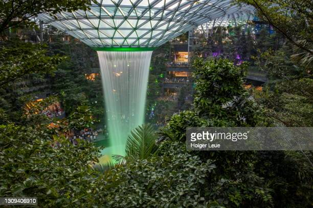 the rain vortex (largest indoor waterfall in the world) at the jewel changi nature-themed entertainment and retail complex inside singapore changi airport (sin) - チャンギ空港 ストックフォトと画像