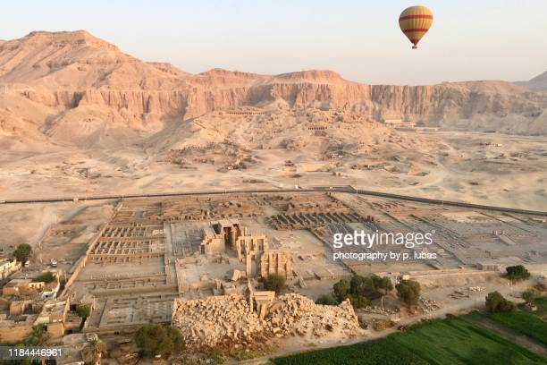 the ramesseum ruins - luxor, egypt - luxor thebes stock pictures, royalty-free photos & images
