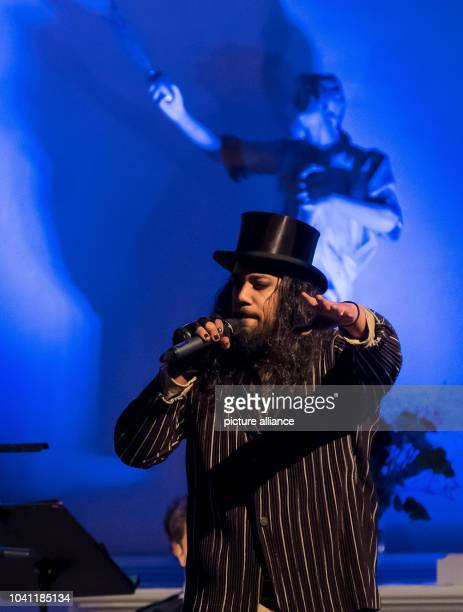 The rapper Samy Deluxe sings at the Leibniz Jubilee in the Neustaedter Hof and City church in Hanover, Germany, 13 November 2016. With baroque arias,...