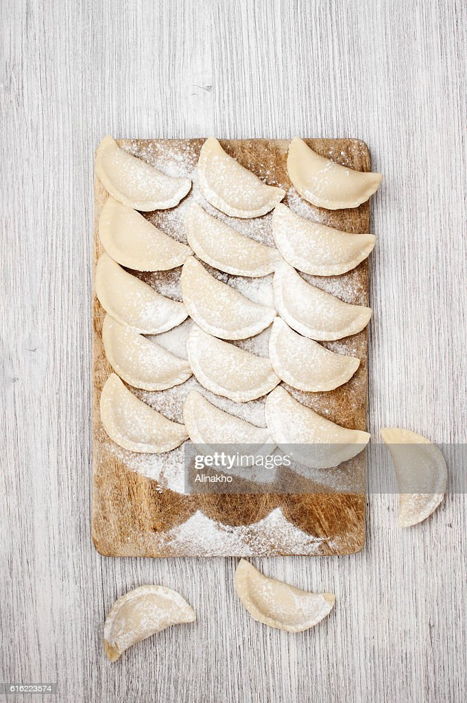 The raw dumplings lie on the board : Stockfoto
