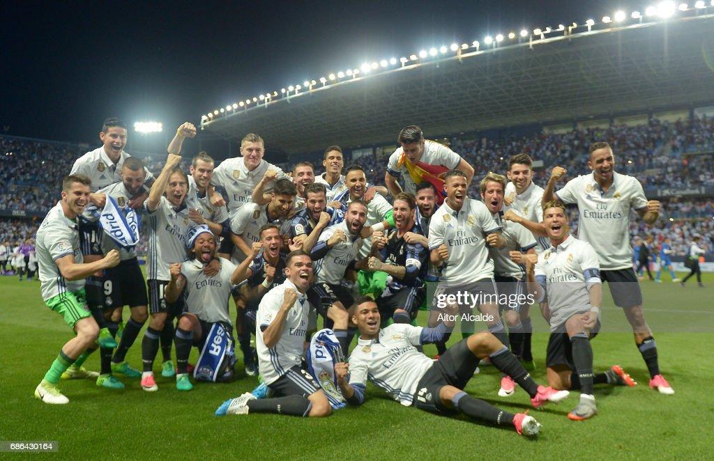 The Real Madrid squad celebrate winning the La Liga title following the La Liga match between Malaga and Real Madrid at La Rosaleda Stadium on May 21, 2017 in Malaga, Spain.