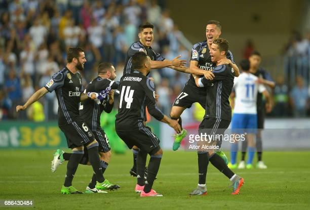 The Real Madrid squad celebrate winning the La Liga title following the La Liga match between Malaga and Real Madrid at La Rosaleda Stadium on May 21...
