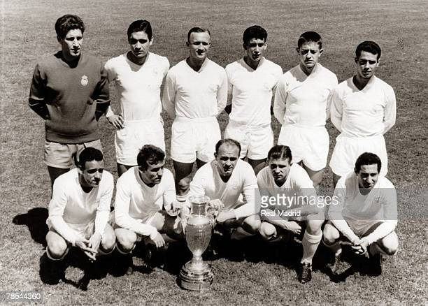 The Real Madrid team line up before the Champions League Final football match against Eintracht Frankfurt at Hampden Park on May 5, 1960 in Glasgow,...
