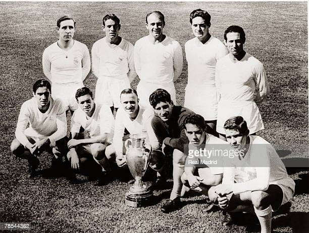 The Real Madrid team line up before the Champions League Final football match against Stade Reims June 3 1959 in Stuttgart Germany Kopa Mateos Di...