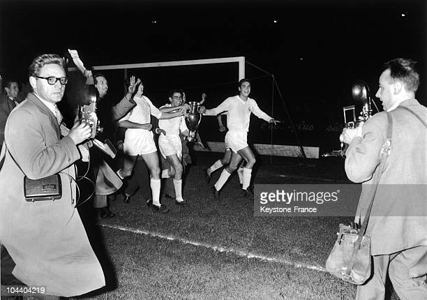 The Real Madrid team made a lap of honour in Parc des Princes stadium Paris before 40 000 viewers The Real Madrid won the Europe Cup by beating Reims...