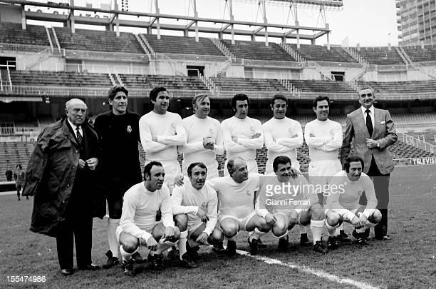 The Real Madrid team who won the fifth European Cup standing the president Santiago Bernabeu Marquitos Santamaria Pachin Vidal Zarraga the trainer...