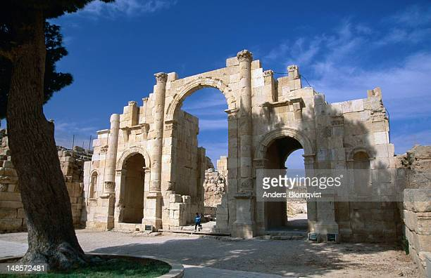 the reconstructed south gate of jerash, main entrance to the roman city ruins. - jordan model stock pictures, royalty-free photos & images