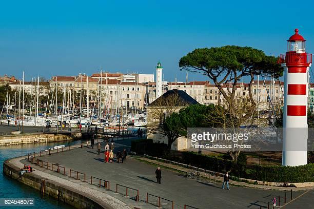 the red lighthouse,old harbor,la rochelle, charente maritime, poitou charentes, france - la rochelle fotografías e imágenes de stock