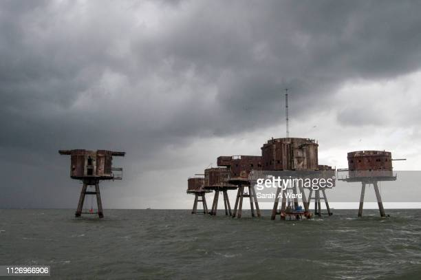 the red sands sea forts in the thames estuary, england - estuary stock photos and pictures