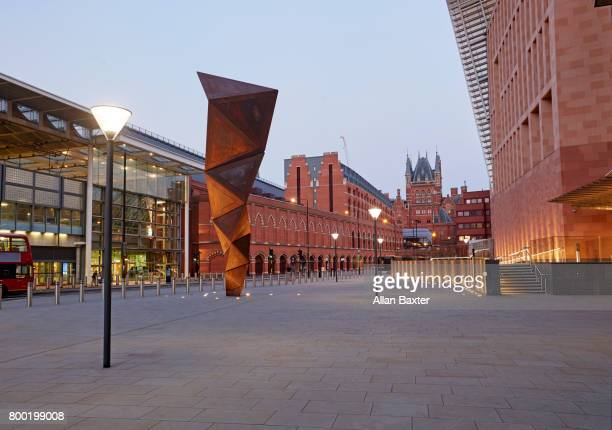 the redeveloped kings cross district of london at dusk - キングスクロス駅 ストックフォトと画像