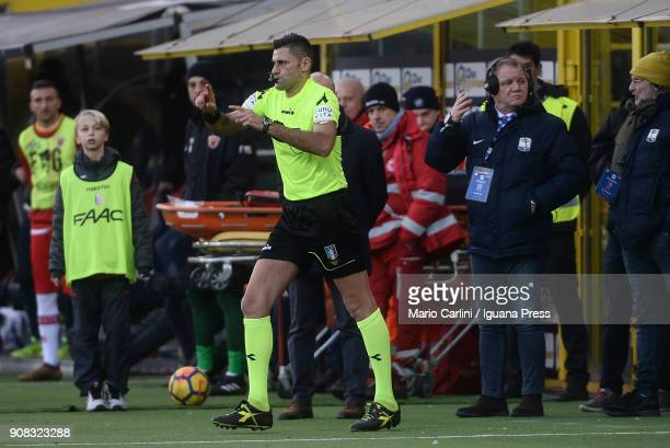 The referee after checking the VAR the referee confirms the goal scored by Sebastien De Maio of Bologna FC during the serie A match between Bologna...