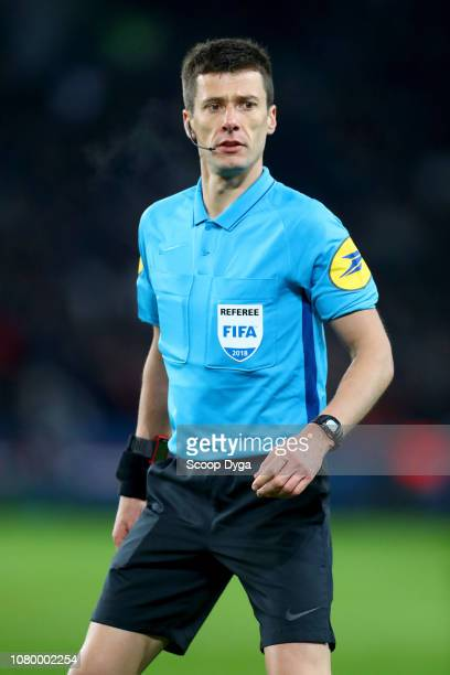 The referee Benoit Bastien during the French Cup match between Paris Saint Germain and Guingamp at Parc des Princes on January 9 2019 in Paris France