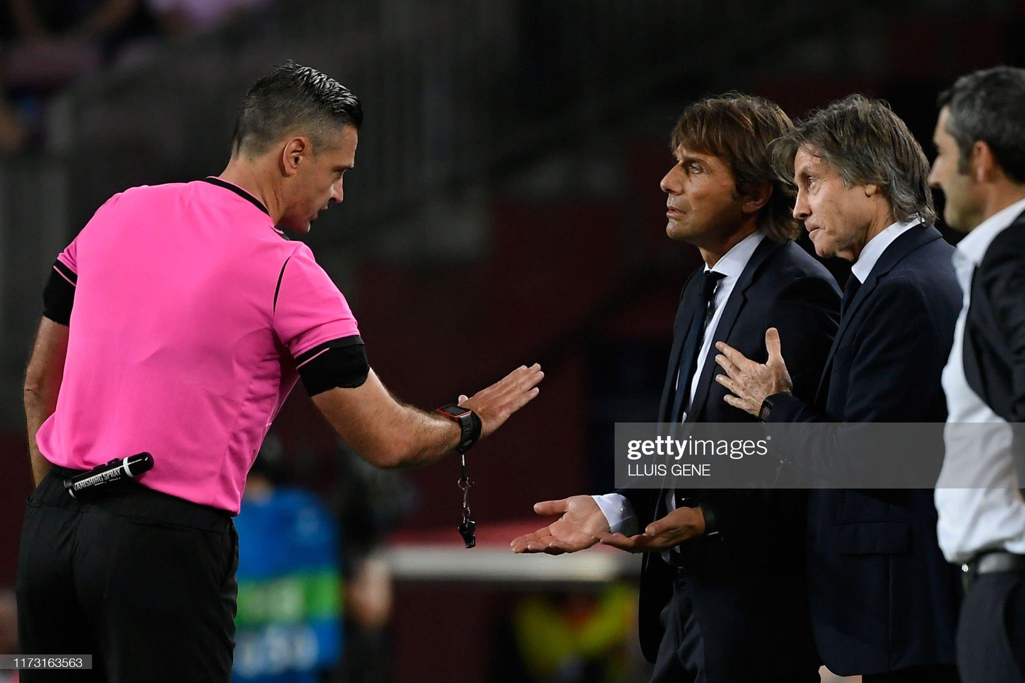 صور مباراة : برشلونة - إنتر 2-1 ( 02-10-2019 )  The-referee-damir-skomina-speaks-to-inter-milans-italian-coach-conte-picture-id1173163563?s=2048x2048