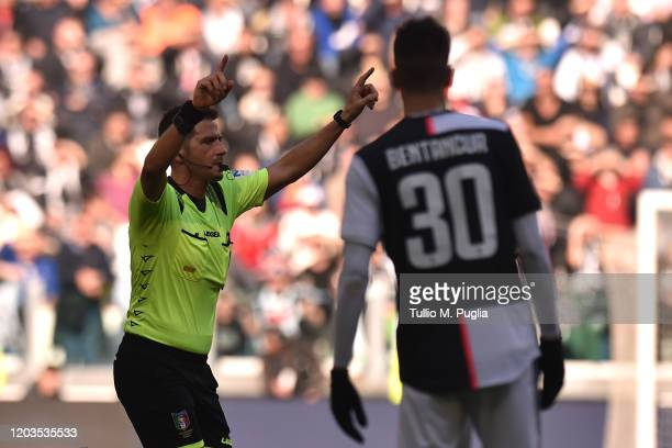 The referee Fabrizio Pasqua awards a penalty for Juventus following a VAR check during the Serie A match between Juventus and ACF Fiorentina at...
