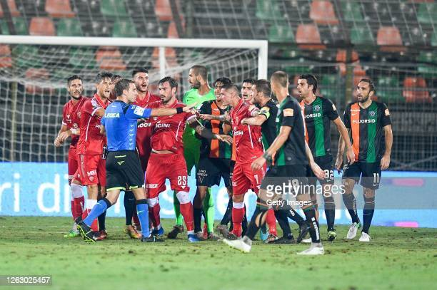 The referee Francesco Forneau discusses a possibility penalty for AC Perugia during the serie B match between Venezia FC and AC Perugia at Stadio...