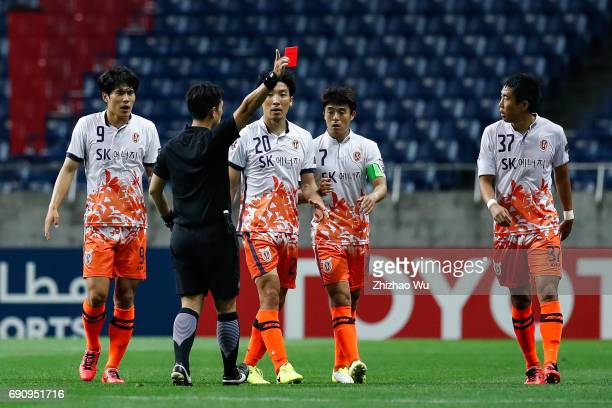 The referee gives a red card to Cho Yonghyung ££20 of Jeju United during the AFC Champions League Round of 16 match between Urawa Red Diamonds and...