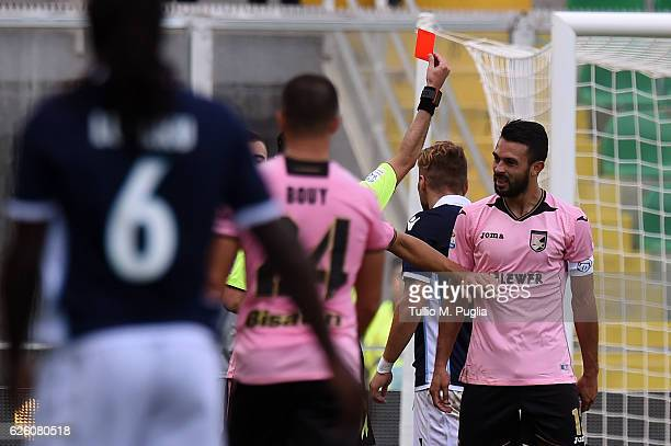 The referee Marco Guida shows a red card to Giancarlo Gonzalez of Palermo during the Serie A match betweenUS Citta di Palermo and SS Lazio at Stadio...
