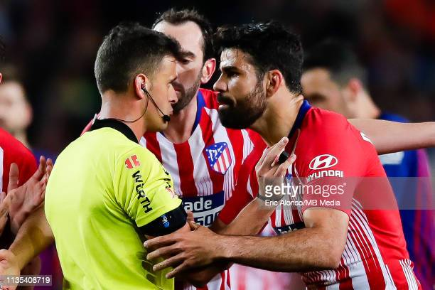 The referee Martinez Munuera shows a red card to Diego Costa of Atletico de Madrid during the La Liga match between FC Barcelona and Club Atletico de...