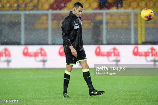 The referee Maurizio Mariani before the Serie A match between US Lecce and Cagliari Calcio at Stadio Via del Mare on November 24 2019 in Lecce Italy