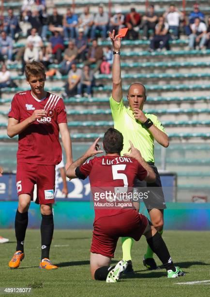 The referee Michael Fabbri shows the red card to Fabio Lucioni of Reggina during the Serie A match between Reggina Calcio and Brescia Calcio on May...