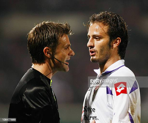 The referee Nicola Rizzoli speaks with Alberto Gilardino of Fiorentina during the Serie A match between Catania and Fiorentina at Stadio Angelo...