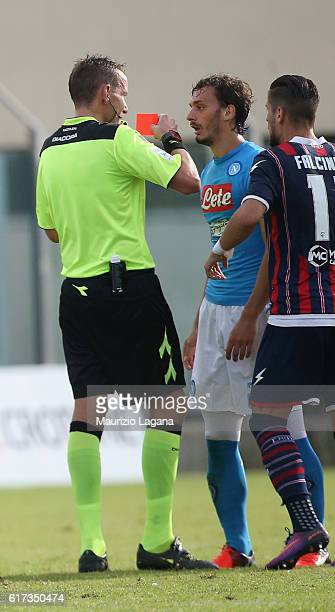 The referee Paolo Mazzoleni shows the red card to Manolo Gabbiadini of Napoli during the Serie A match between FC Crotone and SSC Napoli at Stadio...