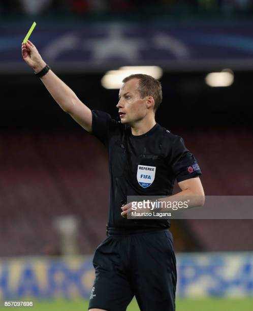 The referee William Collum showe a yellow card during the UEFA Champions League group F match between SSC Napoli and Feyenoord at Stadio San Paolo on...